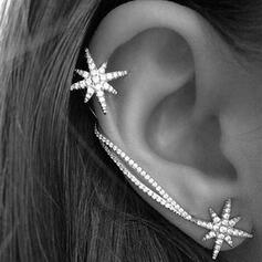 Shining Simple Star Alloy Rhinestones Earrings 2 PCS